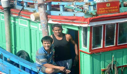 Two Filipino fishermen saved after seven days drifting on sea