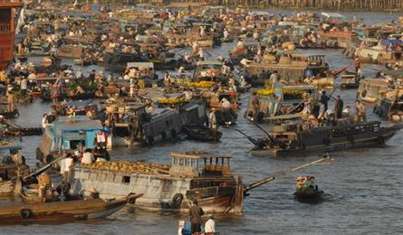 South-western floating markets during Tet