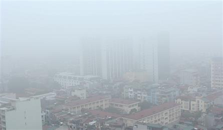 Hanoi streets enveloped by thick smog