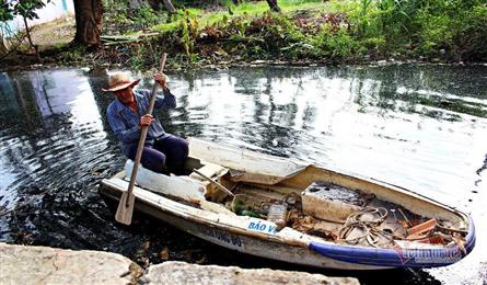 Man volunteers in litter collection on HCM City canal