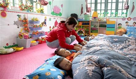 Lao Cai keeps students warm during cold winter
