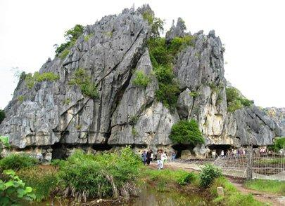 Crocodile-shaped cave in limestone mount