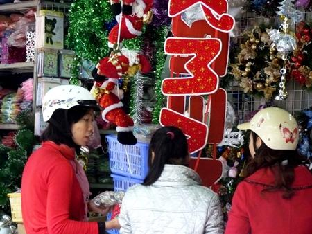 Young Vietnamese embrace Christmas