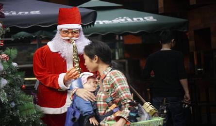 Hanoi streets covered with Christmas cheer