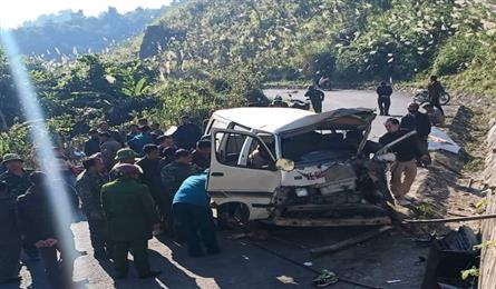 Nghe An car accident leaves two dead, five injured