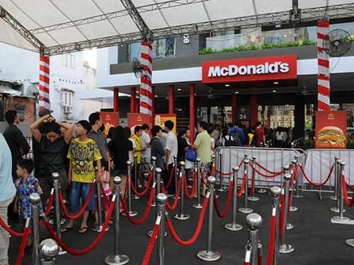 Vietnamese fast food gives way to foreign chains