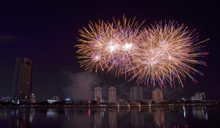 Seven foreign teams to join Danang fireworks festival