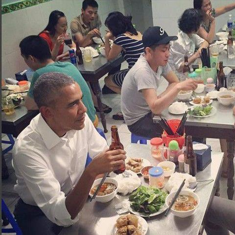 Foreign leaders enjoy Vietnamese food