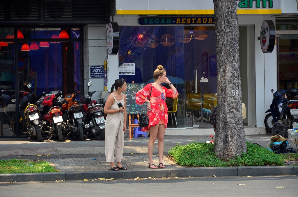Increasing numbers of foreign tourists robbed in HCM City