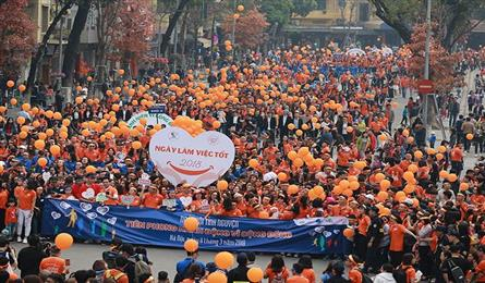 5,000 people walk in Hanoi on Good Deeds Day