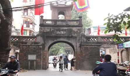 Man shows two-decade care of old Hanoi gate