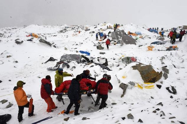 Aftershocks cause more terror as Nepal quake toll tops 2,200