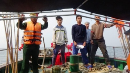 Six Chinese fishing boats challenged