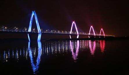 Hanoi bridge gets LED lighting system