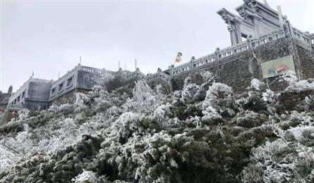 Frost suddenly appears at Mount Fansipan