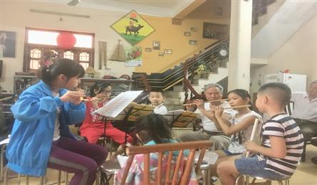 Artist runs free flute classes in Hanoi