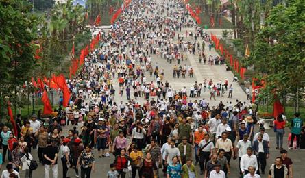 People flock to Hung Kings Festival