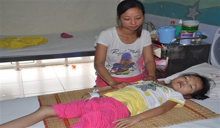 Mother calls for help to save daughter