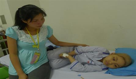DTiNews readers support Hai Duong girl with leukaemia