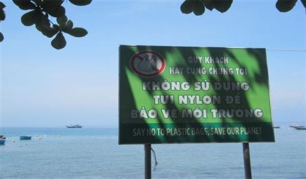 Ly Son islanders urged not to use plastic bags, straws