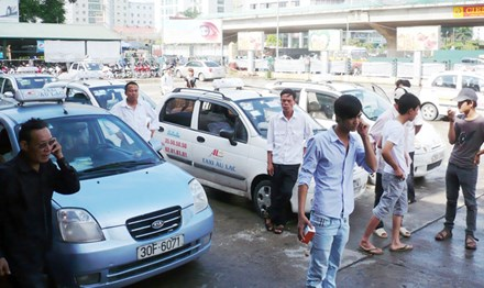 Taxi associations beg PM for help in competition with Uber