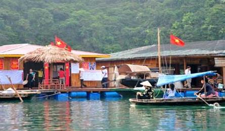 Floating village tries eco-tourism