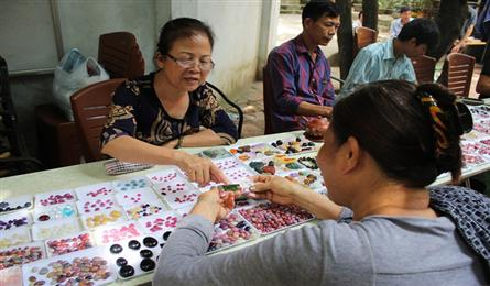 Hanoi's unique gemstone market