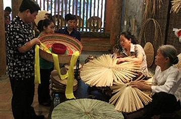 Old Quarter exhibitions promote traditional crafts