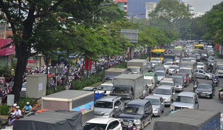 Toll stations proposed to restrict cars in HCM City centre