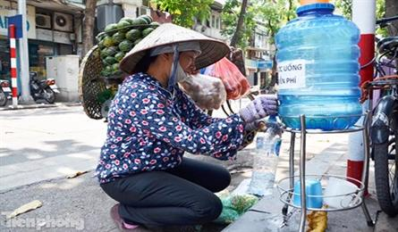 Hanoi police confiscate free iced tea for the poor