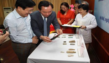 Germany hands over artefacts to Vietnam
