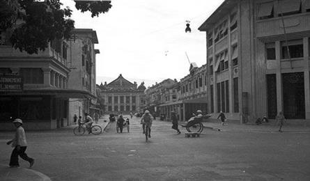 Hanoi's Trang Tien Street before and now