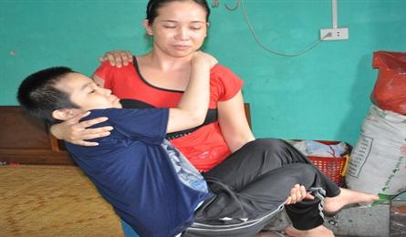 Poor mother struggles to save son with leukemia