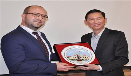 All enterprises invited to build HCM City into smart city