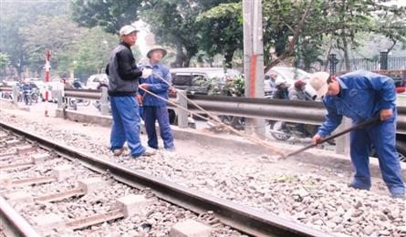 More rail workers quit jobs due to low salaries