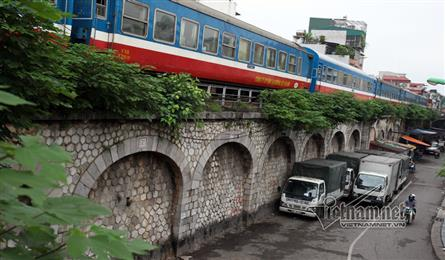Hanoi to transform railway arches into hipster art space next year