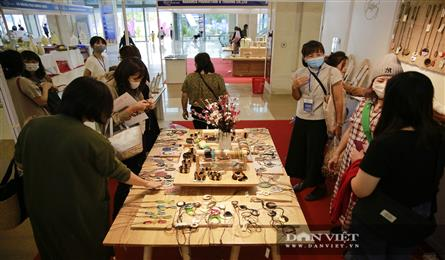 Hanoi Gift Show 2020 attracts visitors with handicraft products
