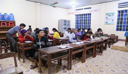 Quang Tri Province in fight to eliminate adult illiteracy