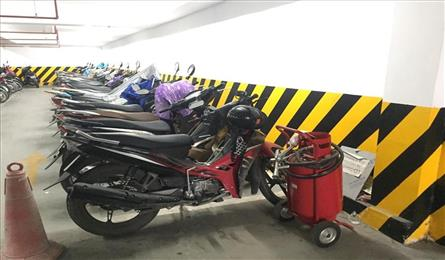 Fire risks in apartment building underground parking fears