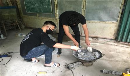 Students make paving materials from plastic bags
