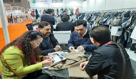 Vietnamese firms look for garment supplies in India
