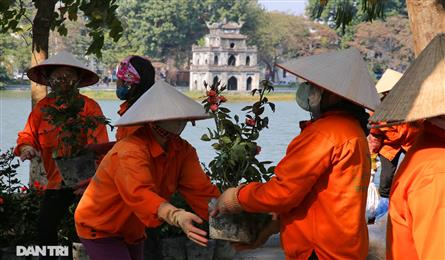 Hoan Kiem Lake decorated for 13th VCP Congress