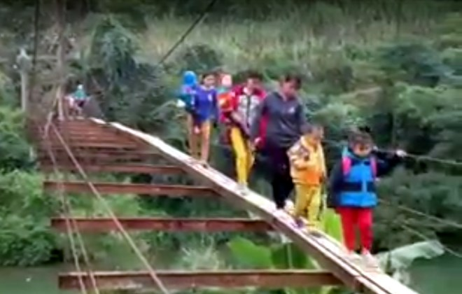 Dangerous bridges remain a problem in Vietnam