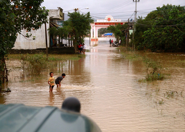 The route to Tho Nghia Village submerged