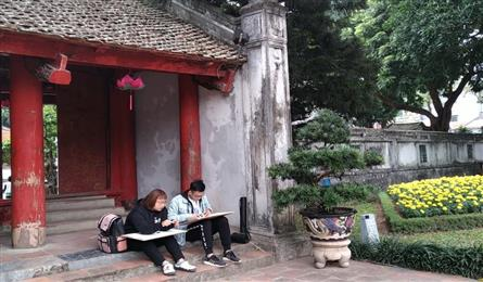 Sketching contest for university students held in Hanoi