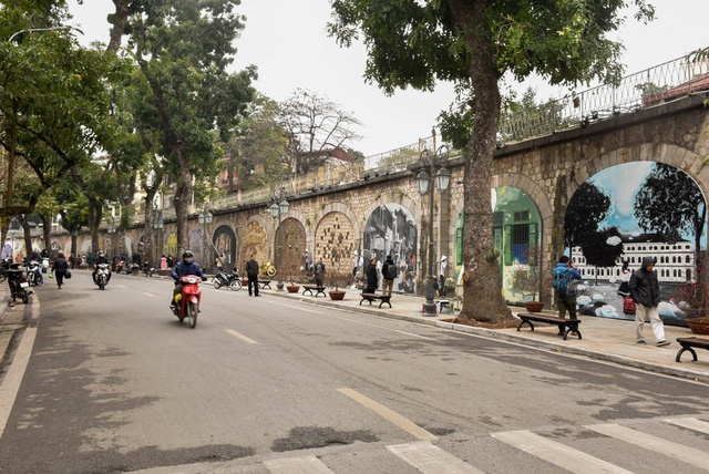 Local authorities urged to improve Hanoi's pedestrian streets for Tet