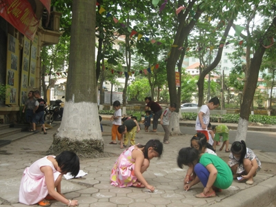 Children at the Sunrise Kindergarten resort to playing on the pavement