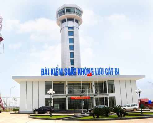 Air traffic controllers suspended for falling asleep on duty