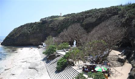 Cave pagoda on Ly Son Island attracts visitors