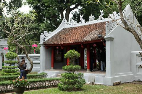 Hanoi's Temple of Literature shows signs of deterioration